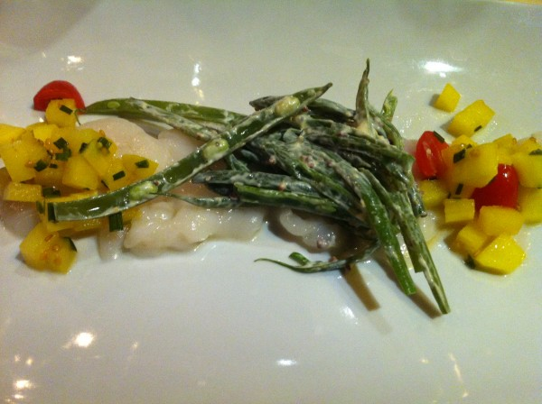 Carpaccio scallops with mango remoulade and green beans