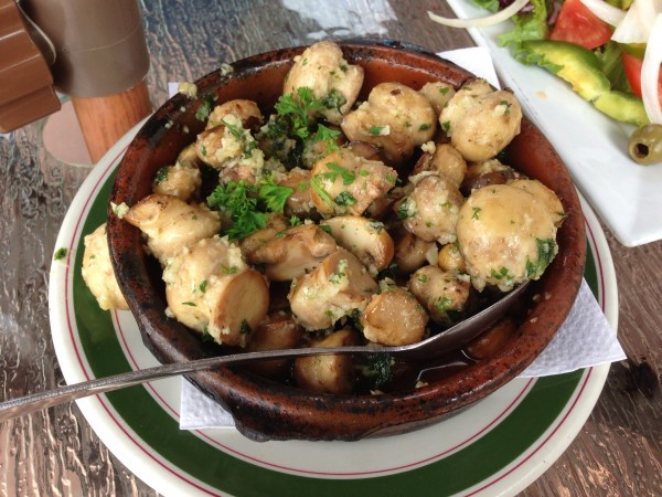 club social espagnol Champiñones al ajillo: Garlic Mushrooms