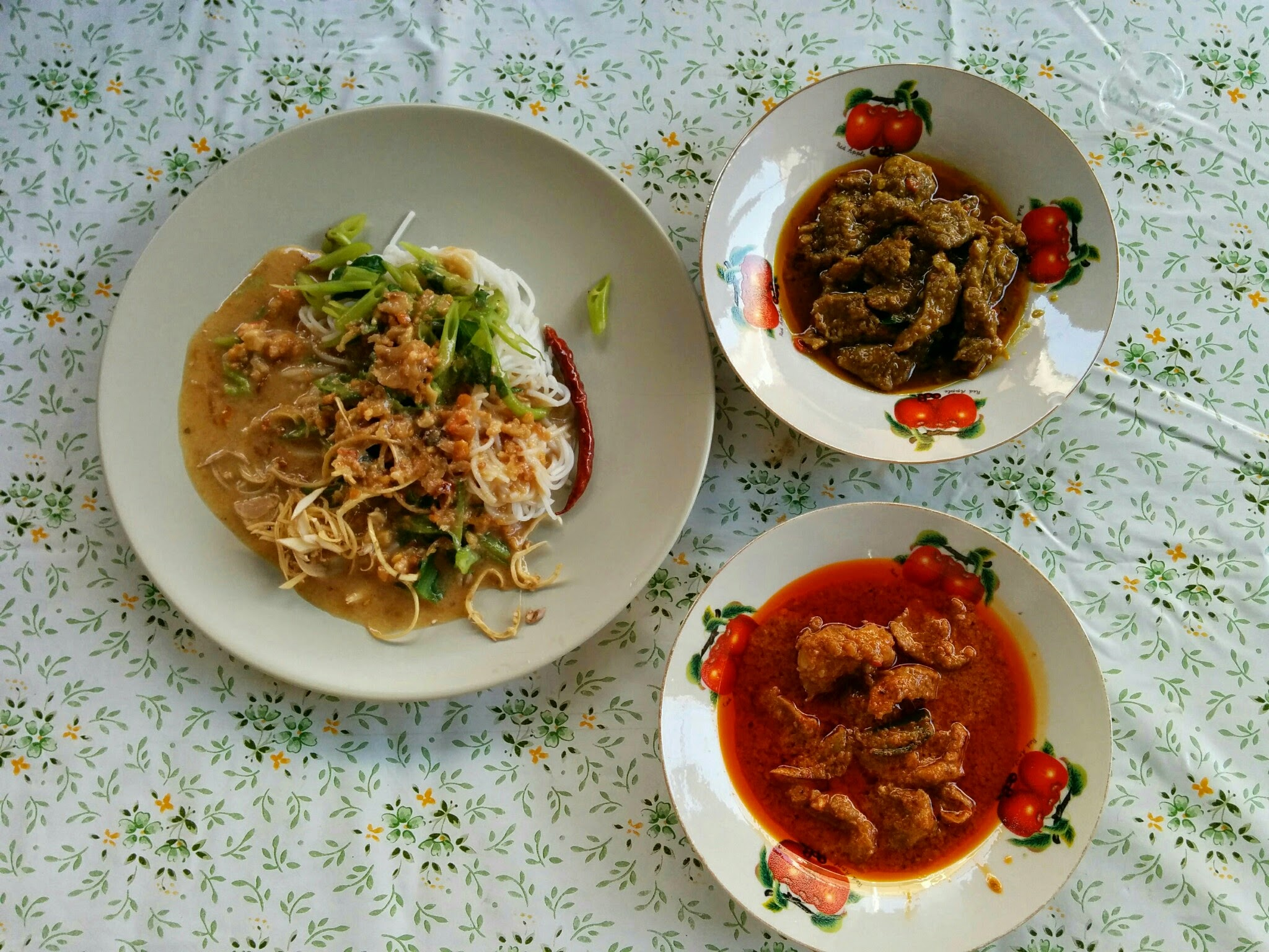 Peanut Vermicelli, Green Curry, Red Curry